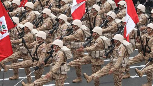 soldados_marchando